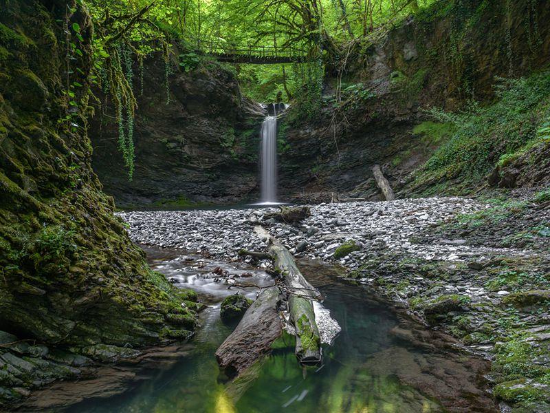 Ореховский водопад и экопоселение Ажек - экскурсия в Сочи