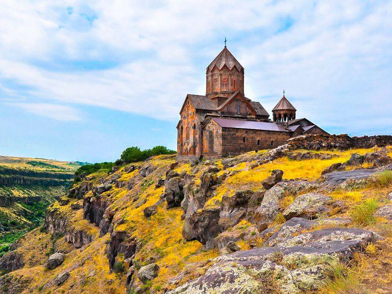 Армянское наследие: монастыри Ованаванк, Сагмосаванк икрепость Амберд - экскурсия в Ереване