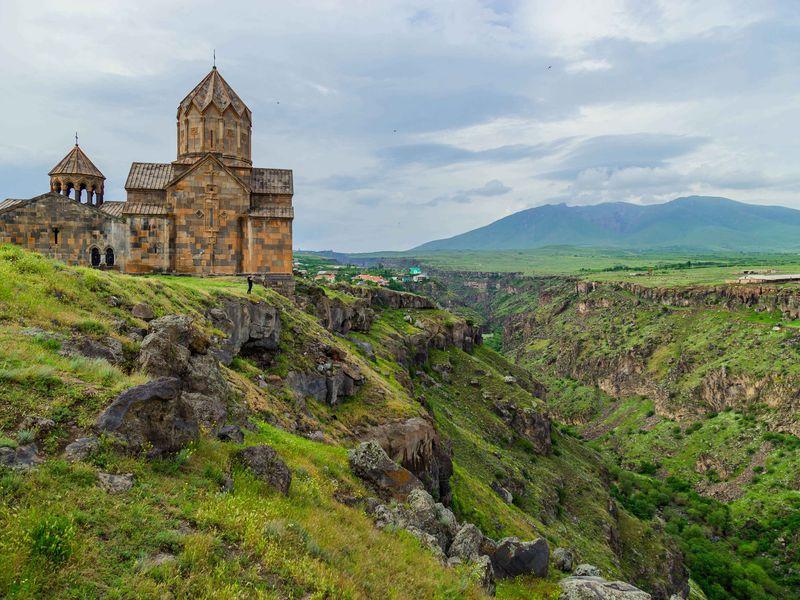 История и монастыри, кухня и шашлыки - экскурсия в Ереване