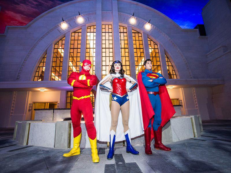 Трансфер изДубая ибилеты втематический парк «Warner Bros. World» - экскурсия в Дубае