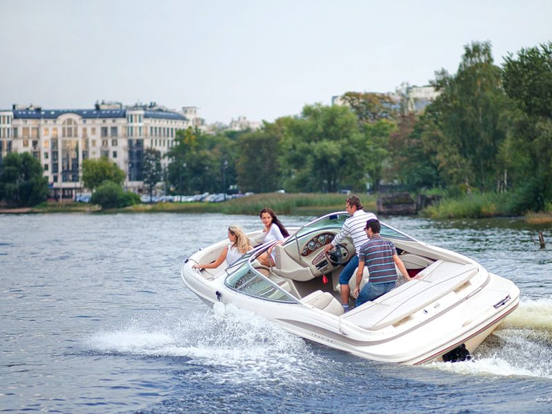 По рекам и каналам на персональном катере! - экскурсия в Санкт-Петербурге