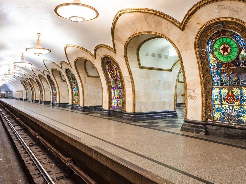 Онлайн-экскурсия «Московское метро— подземный храм СССР» - экскурсия в Москве