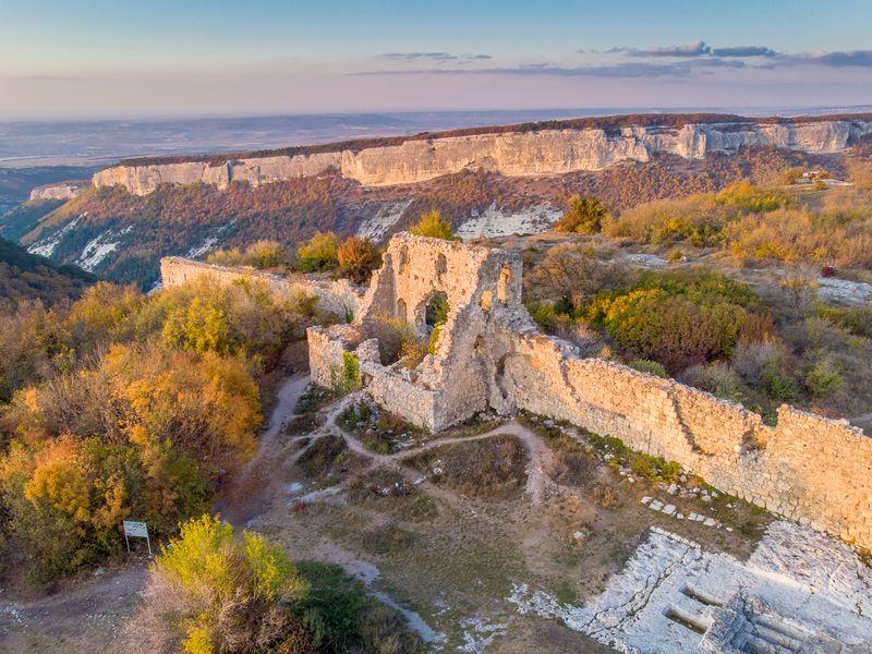 Средневековье в Крыму: пещерный Мангуп-Кале - экскурсия в Севастополе