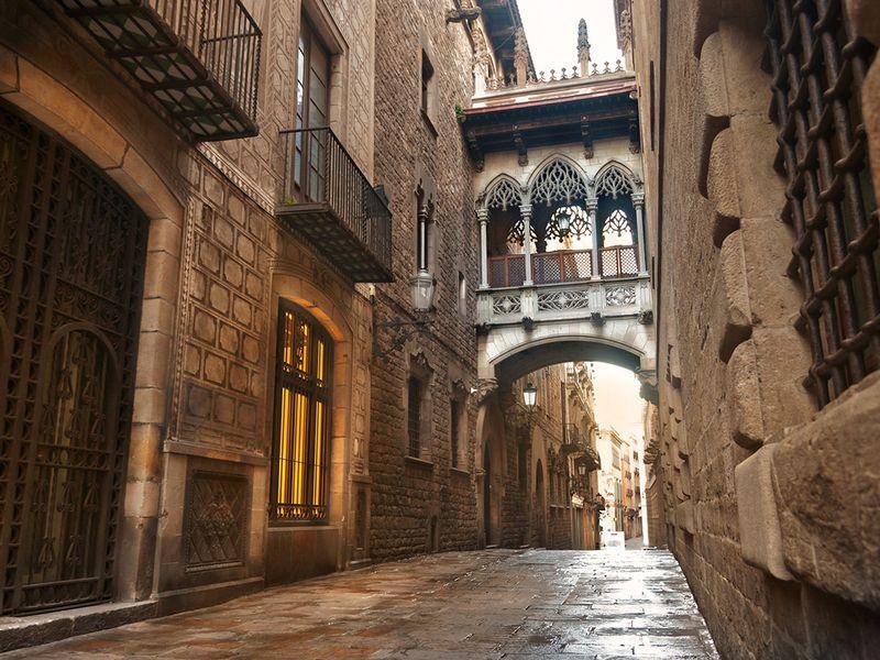 Таинственные лабиринты готического квартала - экскурсия в Барселоне