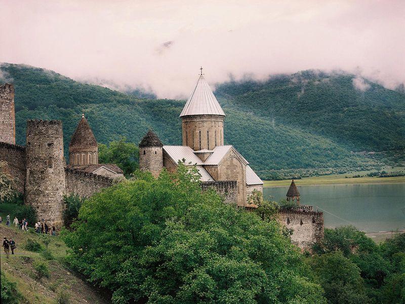 К Казбеку полегендарным местам Военно-Грузинской дороги - экскурсия в Тбилиси