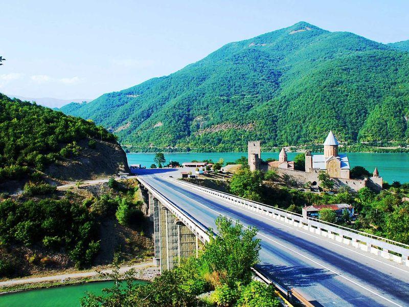 Сердце православной Грузии— Мцхета изамок Ананури, застывший над водой - экскурсия в Тбилиси