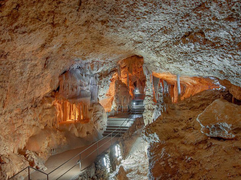 Пещеры Чатыр-Дага: автобусная экскурсия - экскурсия в Алуште