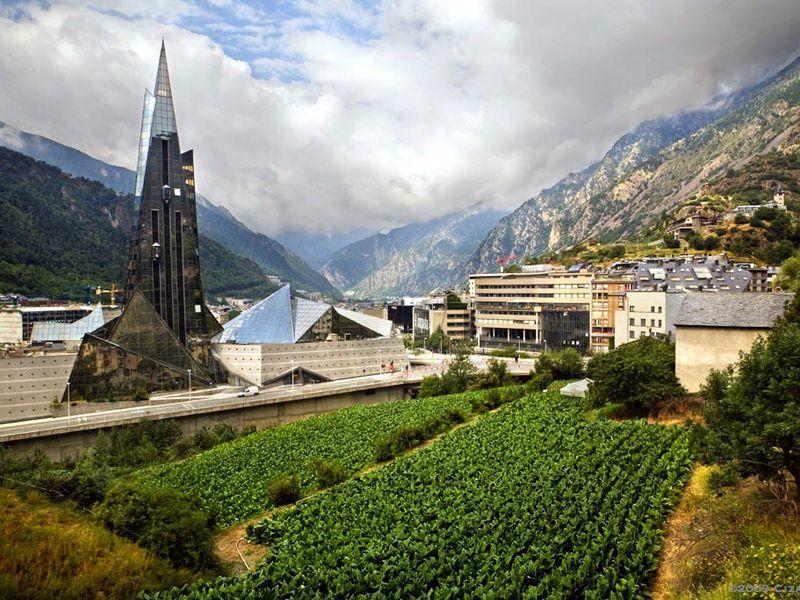 В Княжество Андорра на весь день - экскурсия в Барселоне