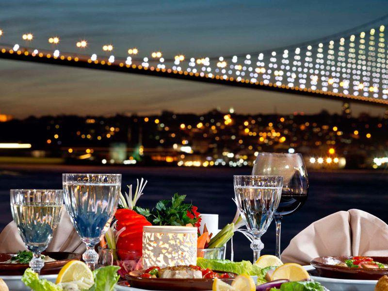 По волнамБосфора — теплоходная прогулка - экскурсия в Стамбуле