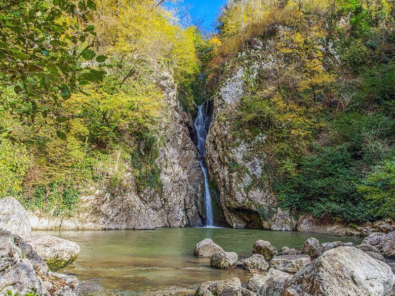 Через Орлиные скалы ипещеру— кАгурским водопадам! - экскурсия в Сочи