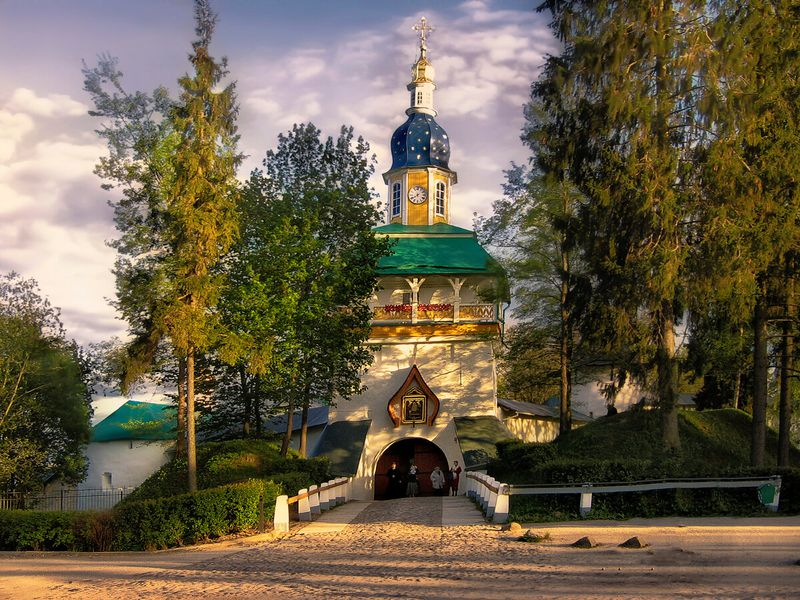 Псково-Печерский монастырь иИзборско-Мальская долина - экскурсия в Изборске