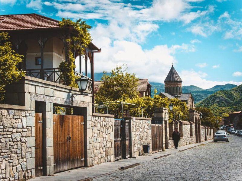 Красоты Грузии: Боржоми, Мцхета ипещеры Уплисцихе - экскурсия в Тбилиси