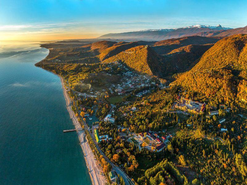 Отпальм кзаснеженным вершинам: день Абхазии - экскурсия в Сочи