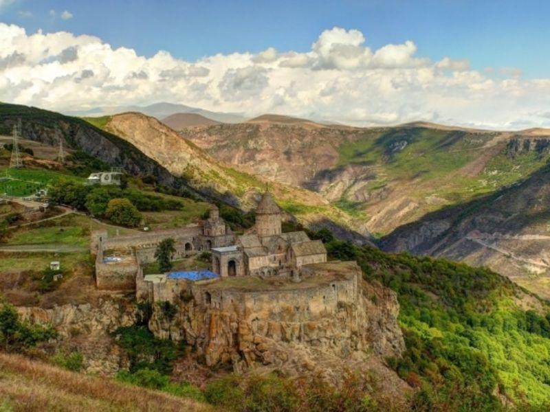 Традиции средневековой Армении в монастыре Татев - экскурсия в Ереване
