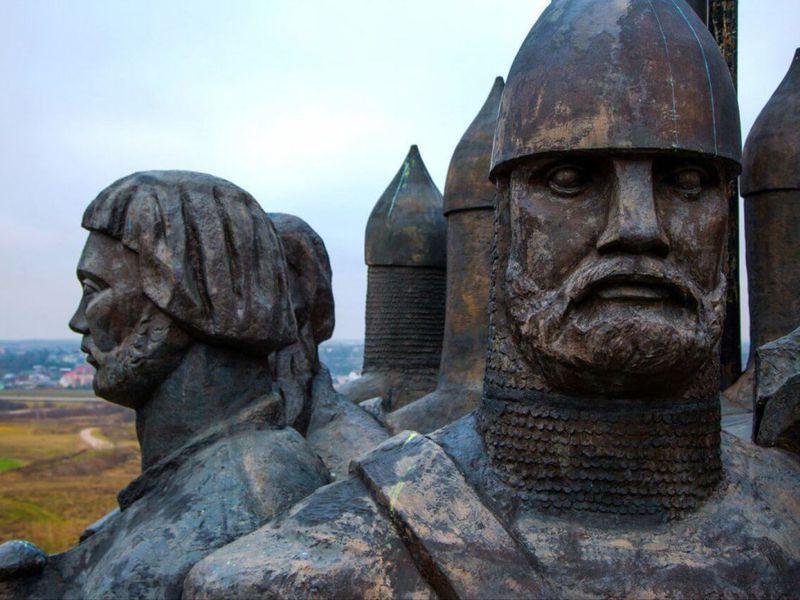 Поэпохам Пскова— пешком инаавтобусе - экскурсия в Пскове