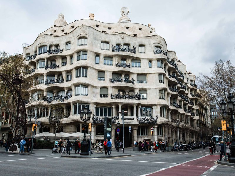 Шедевры модерна от Гауди и других гениев - экскурсия в Барселоне