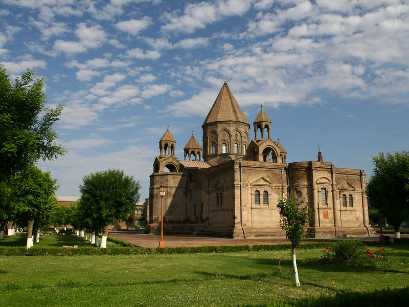 По главным христианским местам Армении. Эчмиадзин и Звартноц - экскурсия в Ереване