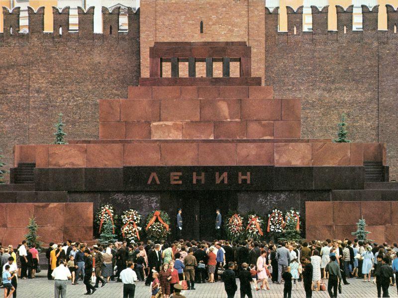 Тайны Кремлевского некрополя и Мавзолея Ленина - экскурсия в Москве