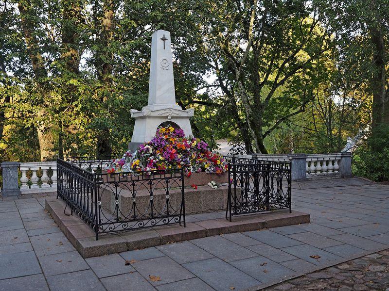 Михайловское, Бугрово и Святогорский монастырь за 1 день - экскурсия в Пскове