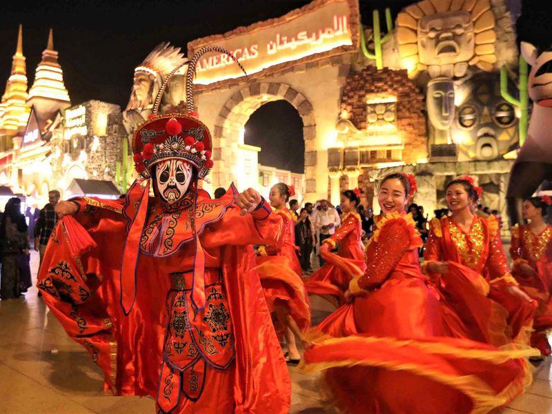Современный Дубай, Парк цветов и Global Village - экскурсия в Шардже