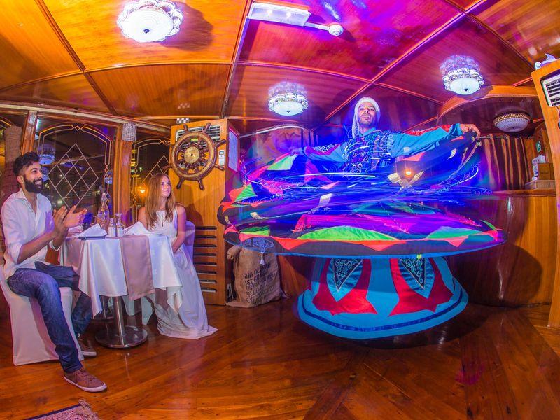 Ужин ивечернее шоу наарабской лодке доу - экскурсия в Дубае