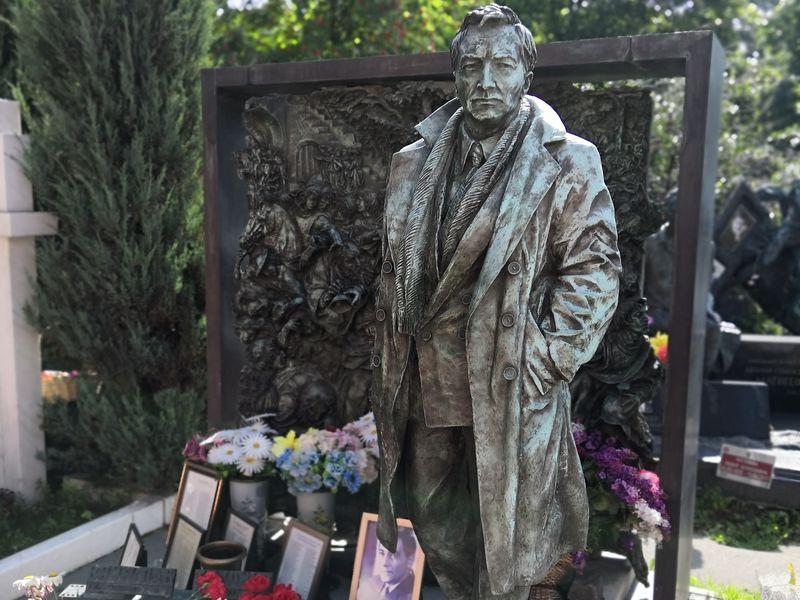 Новодевичье кладбище: некрополь советской элиты - экскурсия в Москве