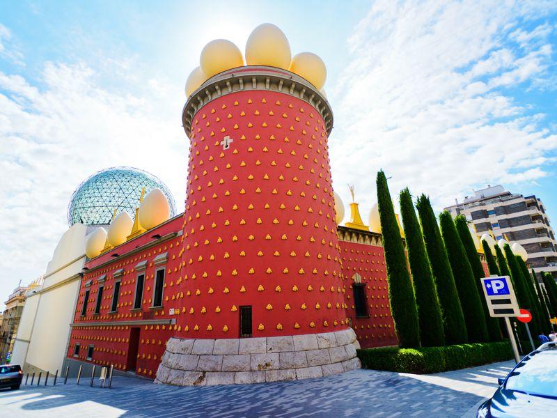 Из Барселоны в театр-музей Дали и средневековую Жирону - экскурсия в Барселоне