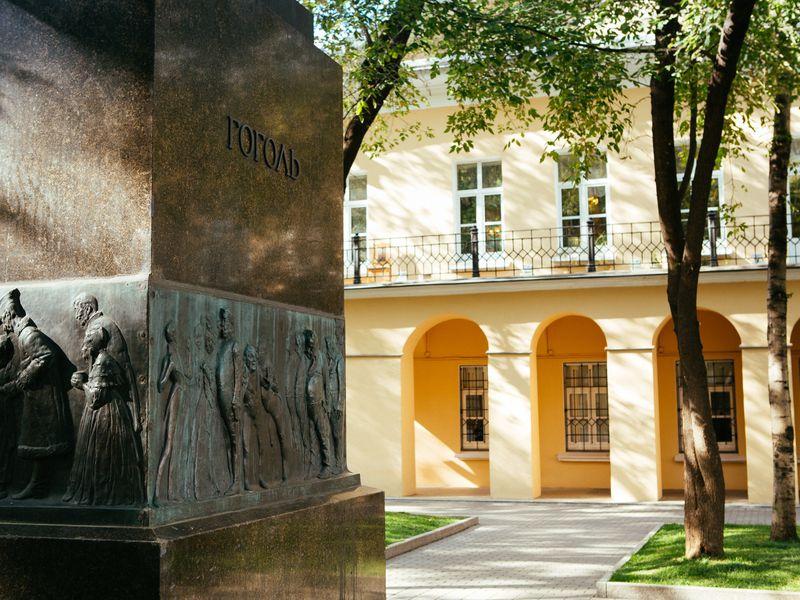 Квест «Как Булгаков встретился сГоголем»: 13необычных историй - экскурсия в Москве