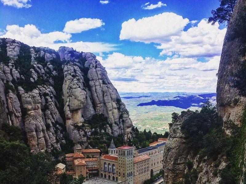 Гора Монсеррат и винный дом Торрес - экскурсия в Барселоне
