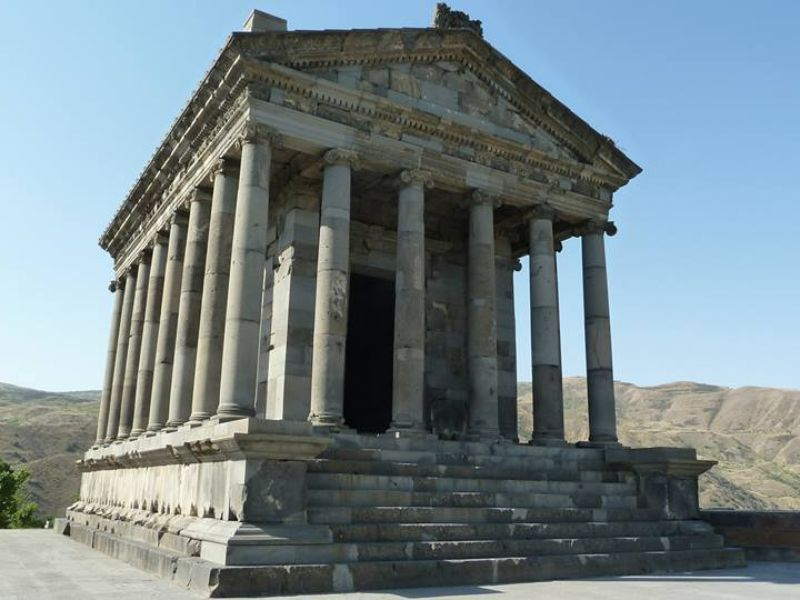 Языческий храм Гарни и монастырь Гегард - экскурсия в Ереване