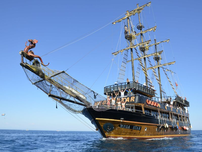 ИзАнталии— кберегам Кемера напиратской яхте! - экскурсия в Анталии