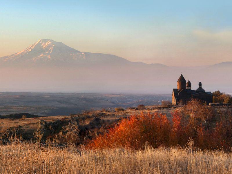 По шёлковому пути к монастырям над пропастью - экскурсия в Ереване