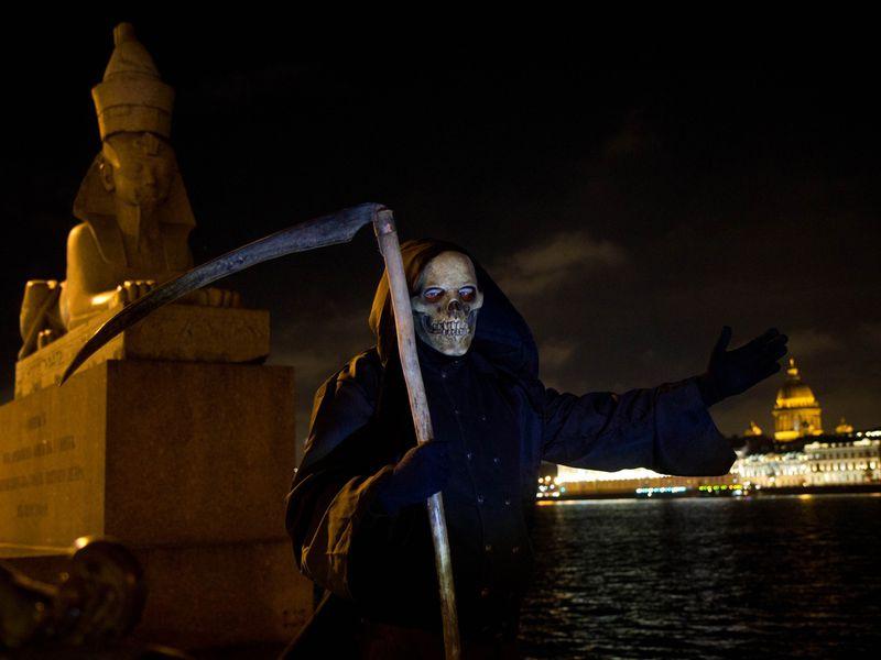 Иммерсивная прогулка со Смертью по Васильевскому острову - экскурсия в Санкт-Петербурге