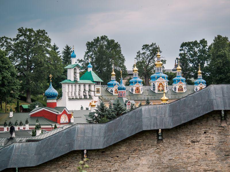 Групповая экскурсия вПсков, Изборск иПечоры - экскурсия в Санкт-Петербурге