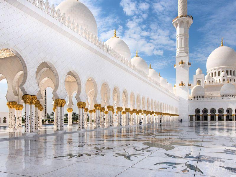 Групповая экскурсия вмечеть Шейха Зайда ипрогулка поЛувру вАбу-Даби - экскурсия в Дубае