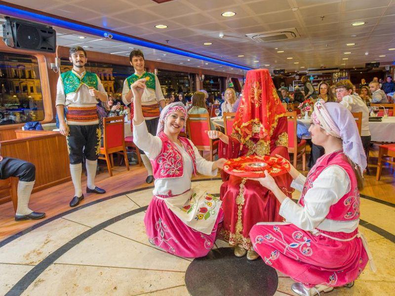 По вечернему Босфору на круизном лайнере - экскурсия в Стамбуле