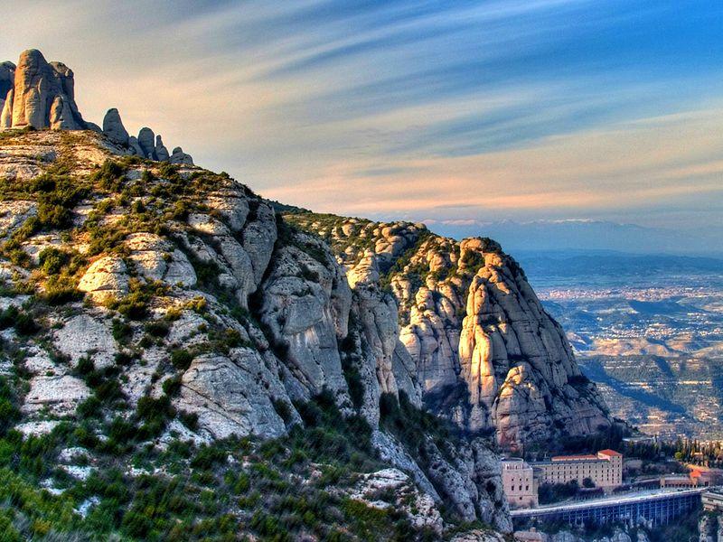 Достучаться донебес намагической горе Монтсеррат - экскурсия в Барселоне