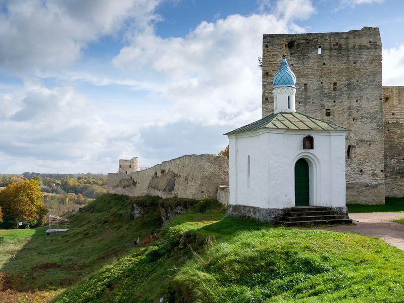 Старый Изборск и Псково-Печерский монастырь: путешествие к истокам Руси - экскурсия в Печорах