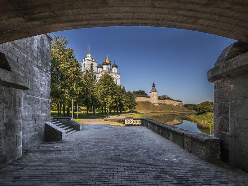 Псковский Кром: многовековая история вдеталях - экскурсия в Пскове
