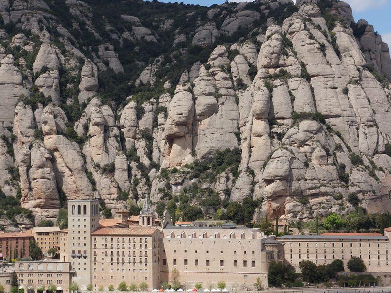 За чудесами к Черной деве на гору Монсеррат - экскурсия в Барселоне