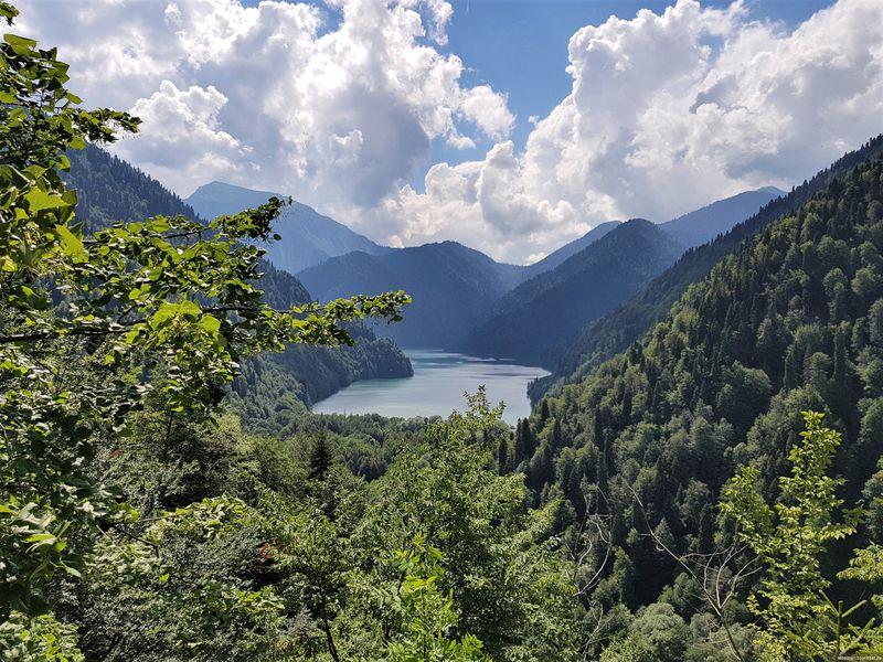 Путешествие на озеро Рица из Пицунды - экскурсия в Пицунде