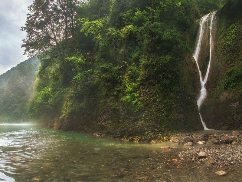 Побег из отеля: трекинг к водопадам и каньонам Сочи - экскурсия в Сочи