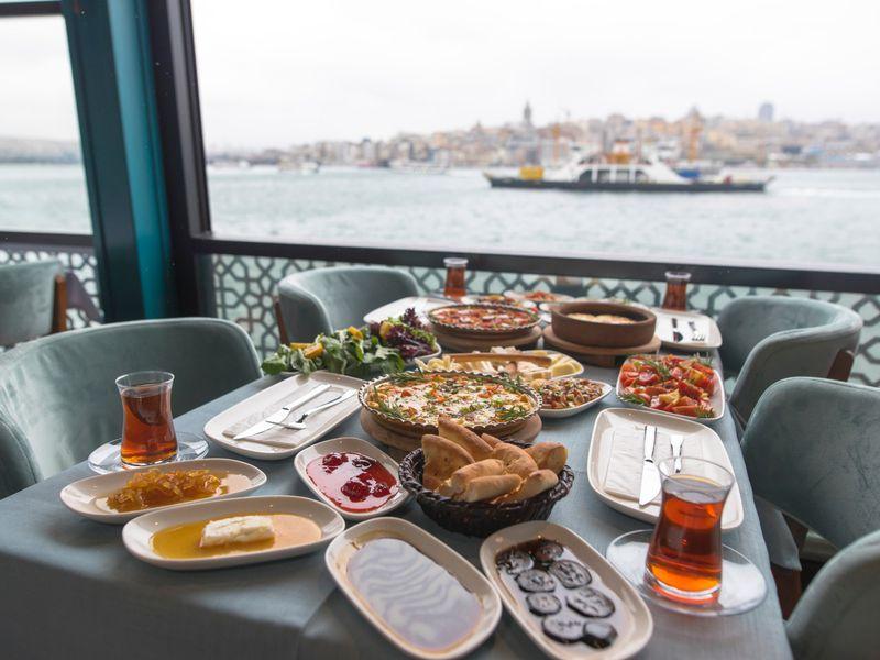 Утро на Босфоре: морская прогулка с завтраком - экскурсия в Стамбуле
