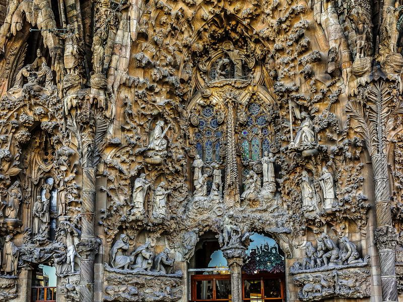 Храм Саграда Фамилия: библия в камне - экскурсия в Барселоне