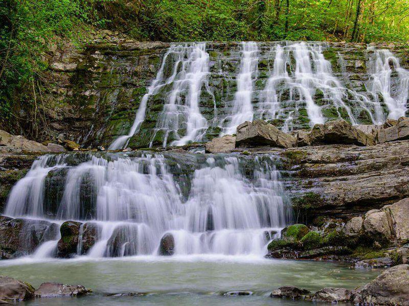 Долина легенд: 33 водопада и адыгейское шоу - экскурсия в Сочи