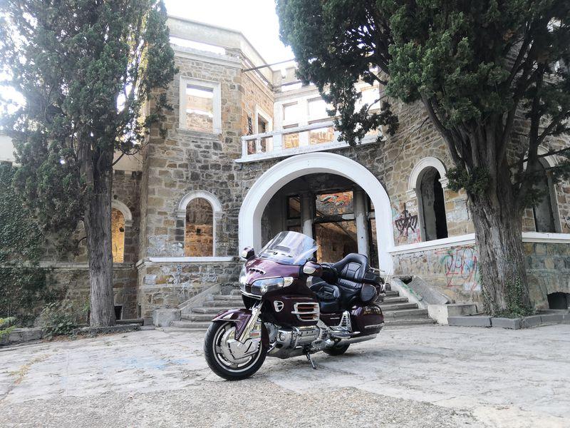 На мотоцикле в «Дом с привидениями»! - экскурсия в Сочи