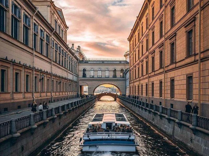 Прогулка по рекам и каналам Петербурга с аудиогидом - экскурсия в Санкт-Петербурге