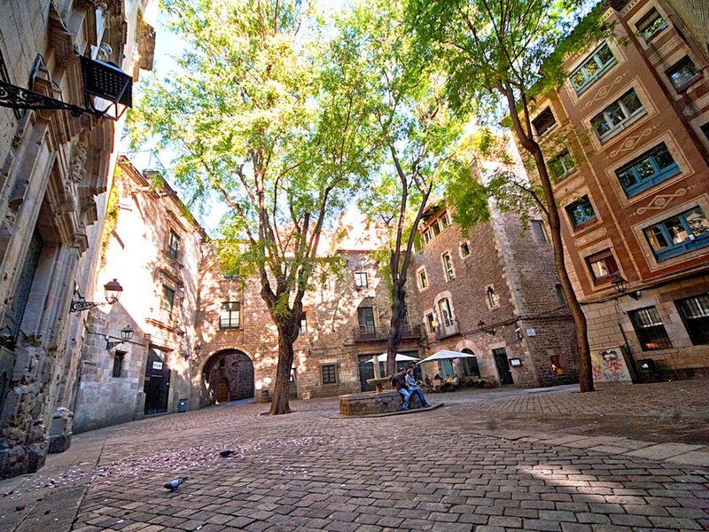 Рамбла иГотика— прогулка всамом сердце Барселоны - экскурсия в Барселоне