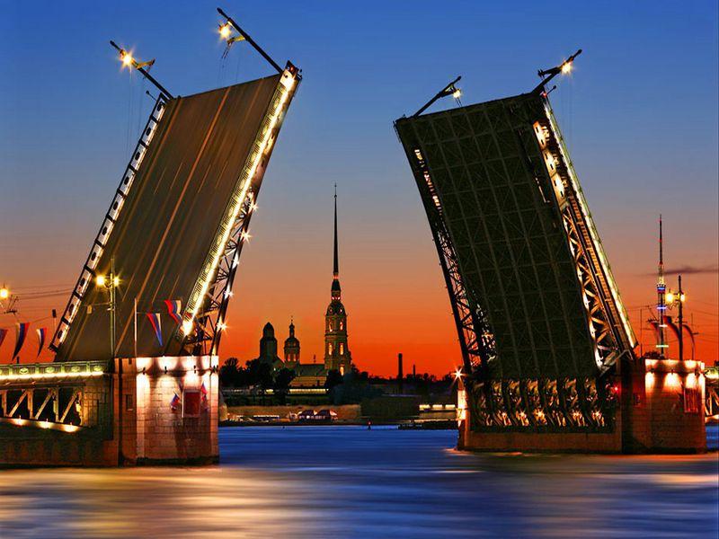 Водная экскурсия с аудиогидом на развод мостов - экскурсия в Санкт-Петербурге