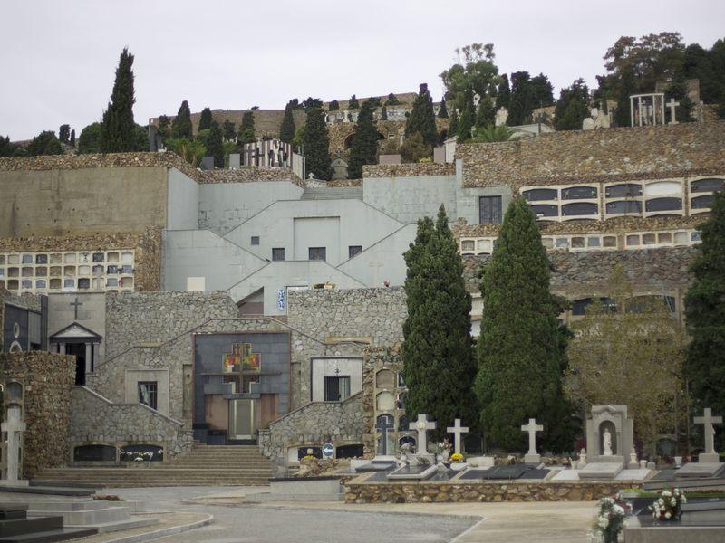 Город Мёртвых. Кладбище Монтжуик - экскурсия в Барселоне